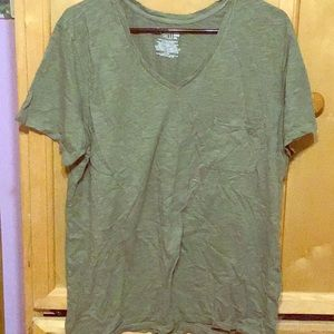 Basic army green tee with pocket